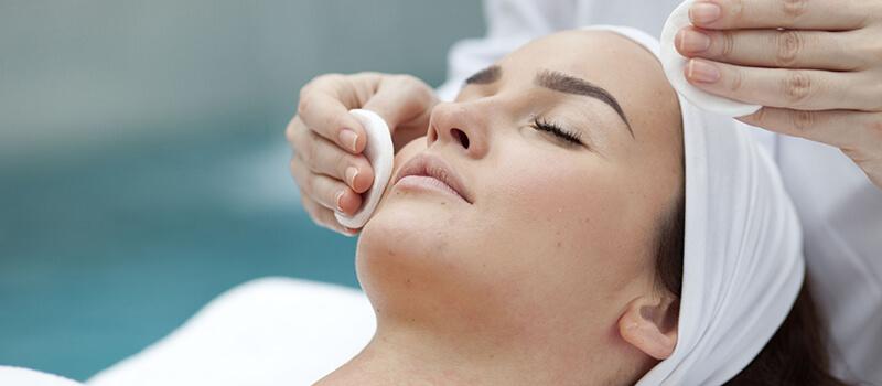 6 benefícios da limpeza de pele